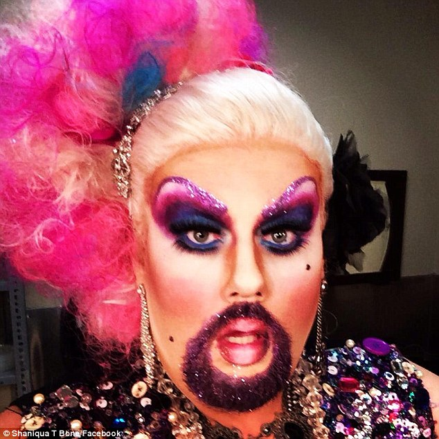 Eres gay?....yo creo que si. 320d029000000578-3486527-fierce_bearded_drag_queens_are_the_new_trend_in_the_drag_scene_w-a-2_1457831477907